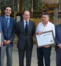 El consejero de Medio Ambiente, José Juan Díaz Trillo, en la entrega de certificados a los ayuntamientos del Geoparque Sierra Norte de Sevilla.