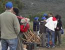 Repartiendo el trabajo durante la jornada de voluntariado.