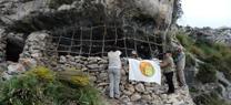 Voluntarios ambientales de Sierra Mágina recuperan un chozo de pastores y tres corrales en la zona de reserva del parque
