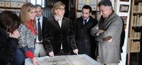 Serrano conoce en el Archivo General de la Fundación Casa Medina Sidonia documentos históricos sobre Doñana