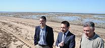 La Junta repara los muros de los corrales de Rota para mantener y promover estas estructuras milenarias de pesca