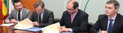 Medio Ambiente suscribe un convenio con el Ayuntamiento de Villamartín para la mejora y ampliación de su depuradora