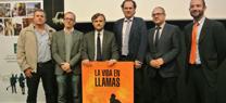 """Entrega del cartel de """"La Vida en llamas"""" al Consejero de Medio Ambiente y Ordenación del Territorio"""