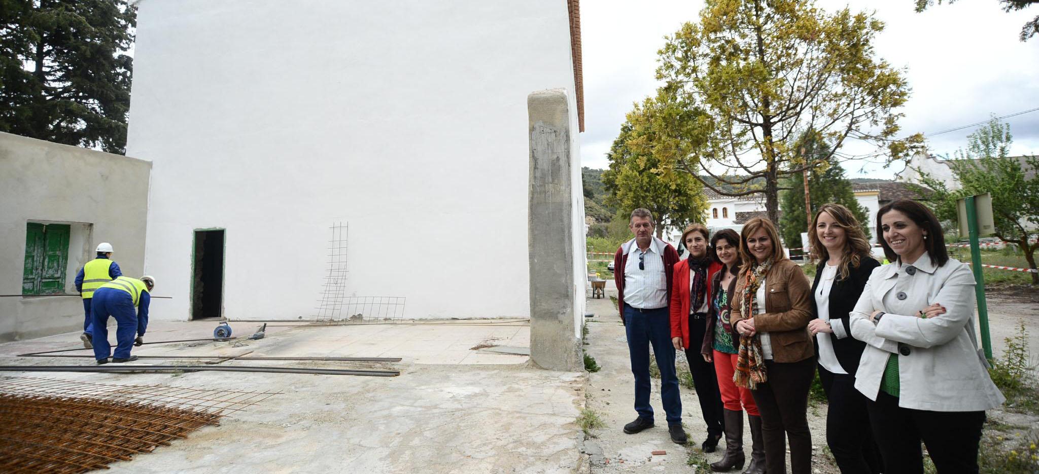 Serrano destaca los beneficios de las obras de rehabilitación de La Resinera para potenciar el trabajo del Cedefo de Arenas del Rey