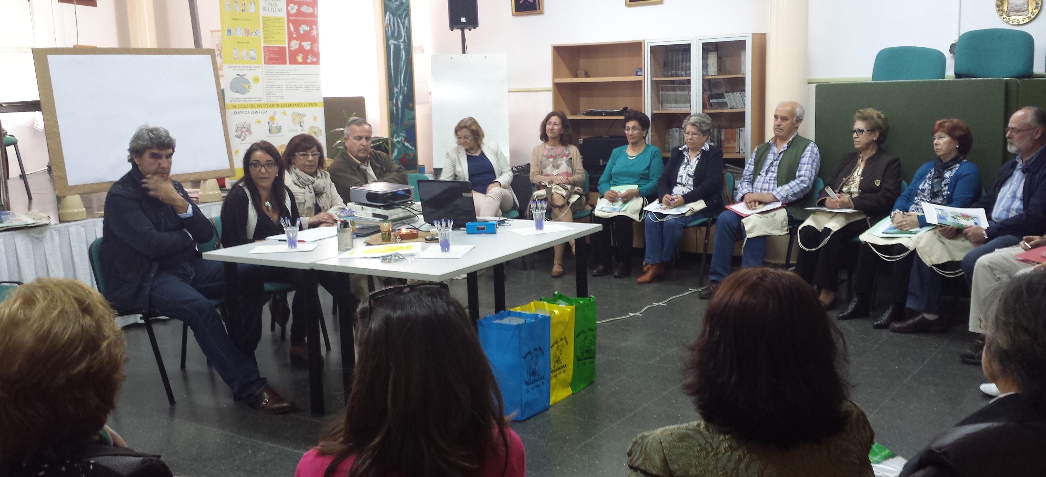 """Más de 300 mayores de ocho centros de día onubenses """"se apuntan"""" al reciclaje con el programa Recapacicla"""