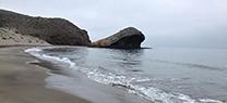 La Junta de Andalucía pone en marcha de nuevo la campaña de sensibilización 'Tú la traes, tú te la llevas' en el Parque Natural Cabo de Gata-Níjar