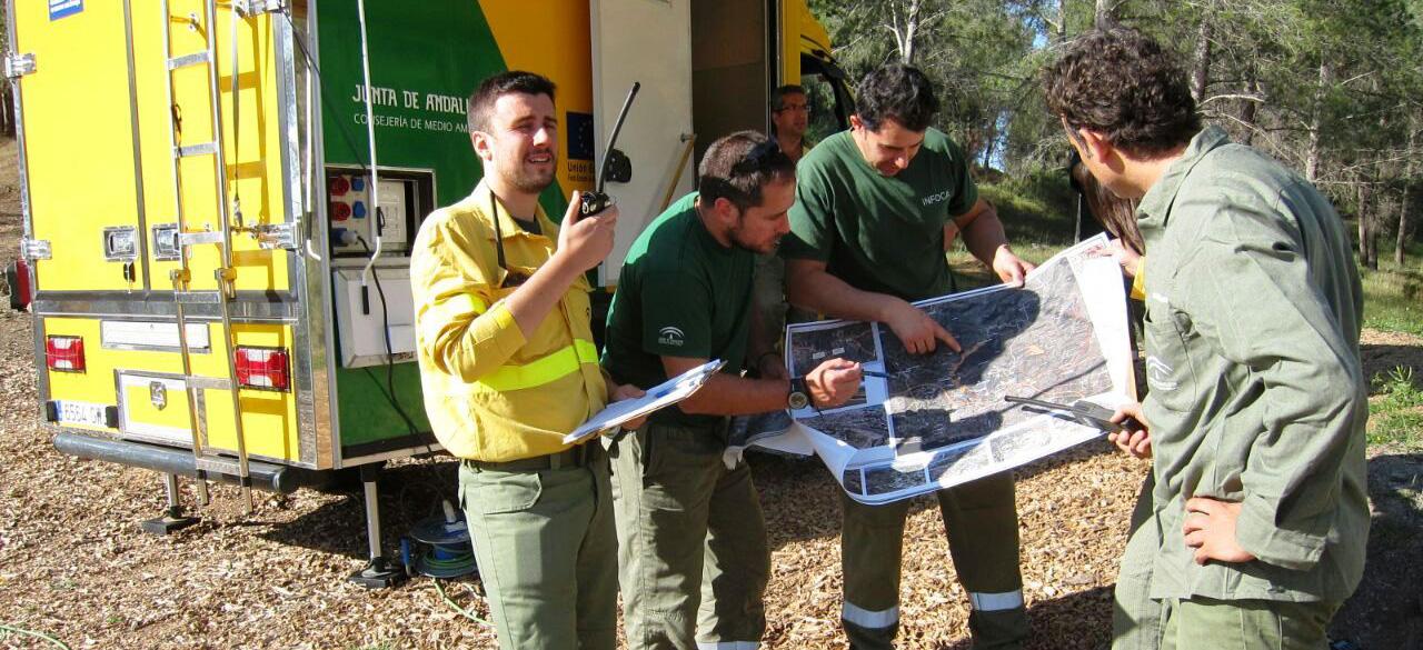 Un simulacro de incendio en los Pinares de San Antón pone a prueba el funcionamiento y coordinación de los operativos