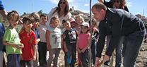 El delegado de Medio Ambiente participa en una jornada con alumnos de Cantoria para recuperar la Antigua Alameda