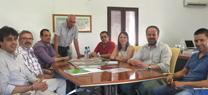 El delegado de Medio Ambiente y Ordenación del Territorio, Francisco de Paula Algar, ha visitado el Ayuntamiento de Algallarín (Adamuz)