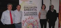 Martínez destaca la importancia de la cooperación entre la Junta y los Ayuntamientos para facilitar los procedimientos de planeamiento urbanísticos