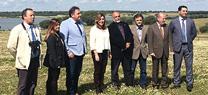 """Susana Díaz inaugura en la Reserva Natural """"Dehesa de Abajo"""" la III Feria Internacional de las Aves 'Doñana Birdfair'"""