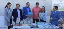 La Junta entrega 120 ejemplares de plantas autóctonas y material educativo ambiental al IES Luis Carrillo de Sotomayor, de Baena