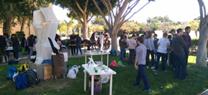 La comunidad educativa aprende a reutilizar en los talleres de vidrio, esculturas ensambladas y reciclamúsica de la iniciativa 'Reciclar Arte'