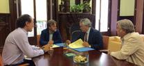 Medio Ambiente colaborará con la Hermandad de Triana para garantizar el tránsito rociero de forma ordenada por Doñana