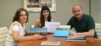 Antonio Martínez entrega el premio regional de microrrelatos sobre reciclaje a la almeriense Valeria Rubí