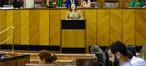 Carmen Crespo habla de las autobombas del Plan Infoca en el Parlamento de Andalucía