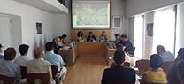 El consejero de Medio Ambiente informa a la Junta Central de Usuarios de Alcolea de la situación de las obras de la presa