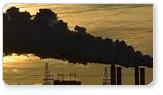 Nube de humo de una chimenea industrial