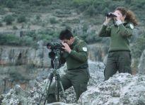 Agentes realizando actuaciones de vigilancia del medio natural
