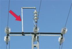 El sistema de L invertida para colgar el puente central del apoyo puede ser utilizado por las aves como zona de posada en la parte alta sin riesgo de electrocución