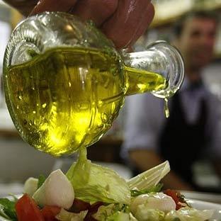 El aceite de oliva es la principal grasa culinaria de la dieta mediterránea.