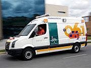 Ambulancia de EPES realizando un traslado sanitario.