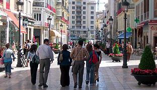 Los centros comerciales abiertos garantizan la supervivencia de locales tradicionales.