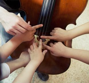 El programa de la Fundación acerca la música a los más pequeños. (Foto Fundación Barenboim-Said/Luis Castilla)