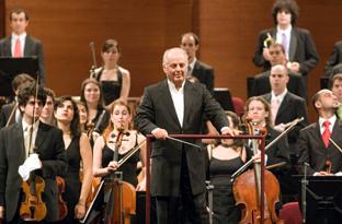 Daniel Barenboim dirige la Orquesta West-Eastern Divan.