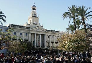 Música en la Plaza del Ayuntamiento de Cádiz.