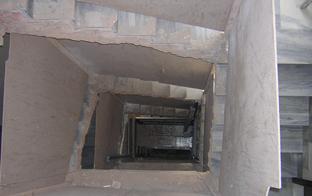 Obras para la instalación de un ascensor en un bloque de viviendas.