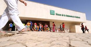 Fachada del Museo de la Autonomía de Andalucía.