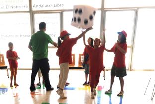 Escolares participantes en actividades en el Museo.