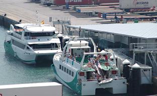 El catamarán de la Bahía de Cádiz creció en número de viajeros en agosto de 2012 respecto al mismo mes del año anterior.