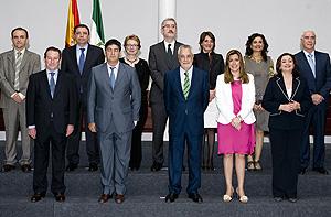 El presidente, José Antonio Griñán, junto a sus consejeros.