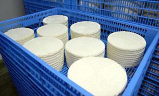 Cajas de quesos artesanales.