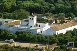 El Cortijo del Alamillo, centro de las actividades desarrolladas en el parque sevillano.