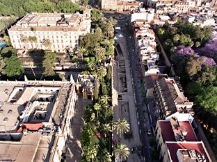 Obras de la línea 1 del Metro de Sevilla en la calle San Fernando.