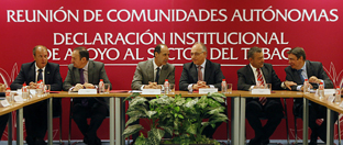 Luis Planas, con los presidentes de Extremadura, La Rioja, Cantabria y Canarias, durante la firma del memorndum. (Foto EFE)