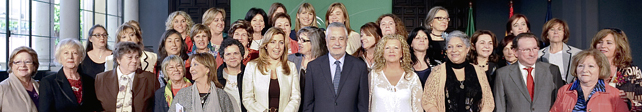 El presidente Grin, en la foto de familia tras la presentacin del Pacto por la Igualdad.