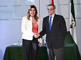La presidenta de la Junta de Andalucía tras la firma del convenio con el presidente de Telefónica.
