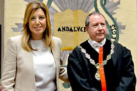 Susana Díaz, junto a Manuel Cano Bueno, presidente del Consejo Consultivo, durante la presentación de la memoria.