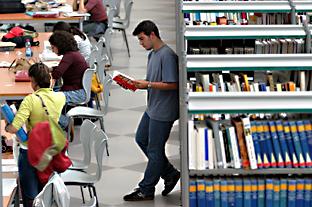 Las becas Talentia financian estudios de postgrado.