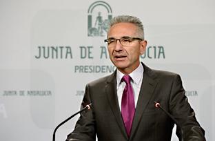 """Vázquez subraya los 1.000 millones destinados a empleo en Andalucía pese a las """"dificultades"""" impuestas por el Gobierno"""