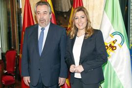 Susana Díaz y Juan Alberto Belloch, en el Ayuntamiento de Zaragoza. (Foto EFE)