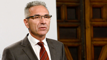 Vázquez informa sobre la contratación del servicio de limpieza de los centros del SAS en Granada por 101,4 millones