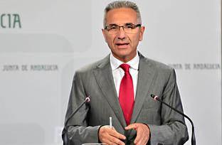 Vázquez anuncia que la Junta recurrirá al Supremo la sentencia que declara legal la licencia del Algarrobico