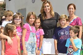 Un momento de la visita de Susana Díaz a la población almeriense de Terque.