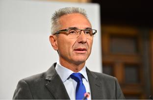 Vázquez informa sobre el recurso de inconstitucionalidad contra la nueva regulación estatal de horarios comerciales
