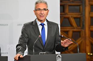 Vázquez explica el recurso contra la Ley del Sector Eléctrico que perjudica el desarrollo de las energías renovables en Andalucía